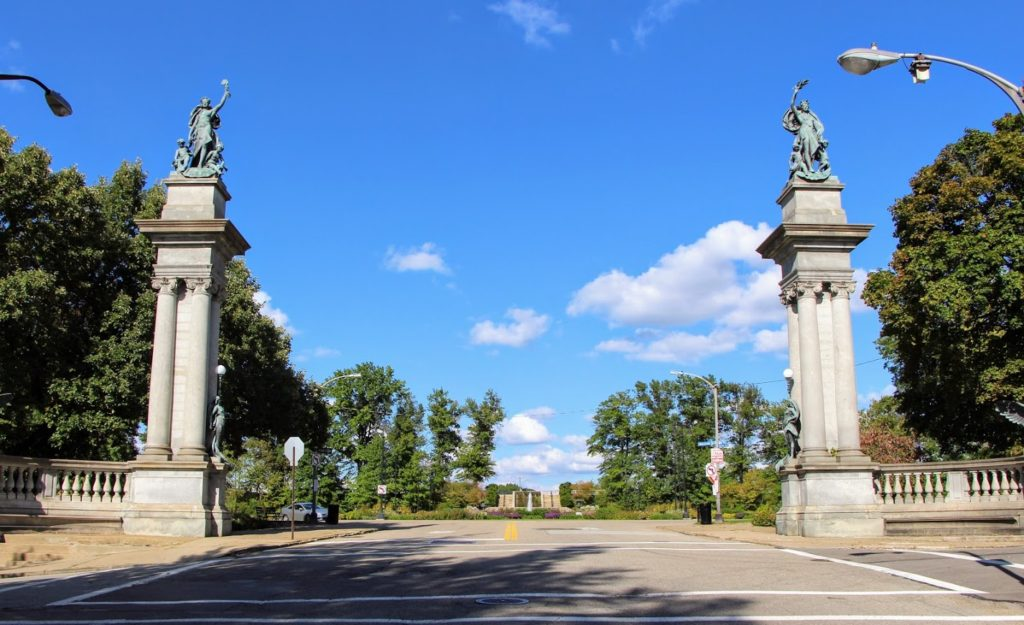 Entrance to Highland Park Reservoir, Pillars on either side of entrance, two Giuseppe Moretti sculptures atop the pillars